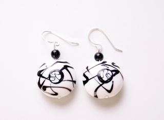 2012-12o/maz Серьги с чёрно-белыми бусинами муранское стекло