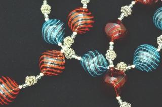 IC03 (02) Колье Дольче Вита с 7 филигранными бусинами 3 цвета муранское стекло
