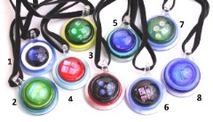 VY589 Подвеска-диск диам.3см различные цвета цветное стекло